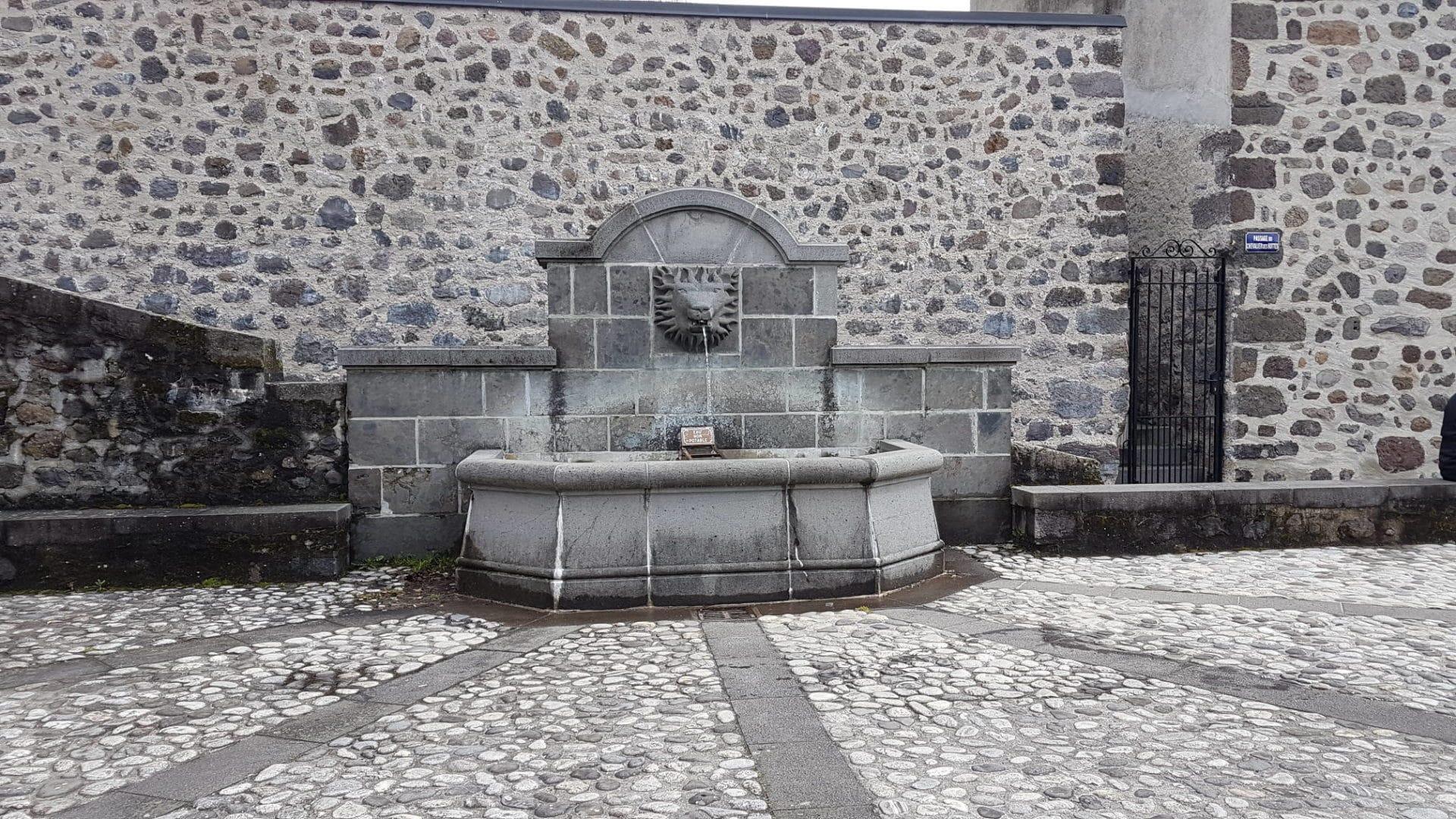 Fontaine de Vic sur Cère